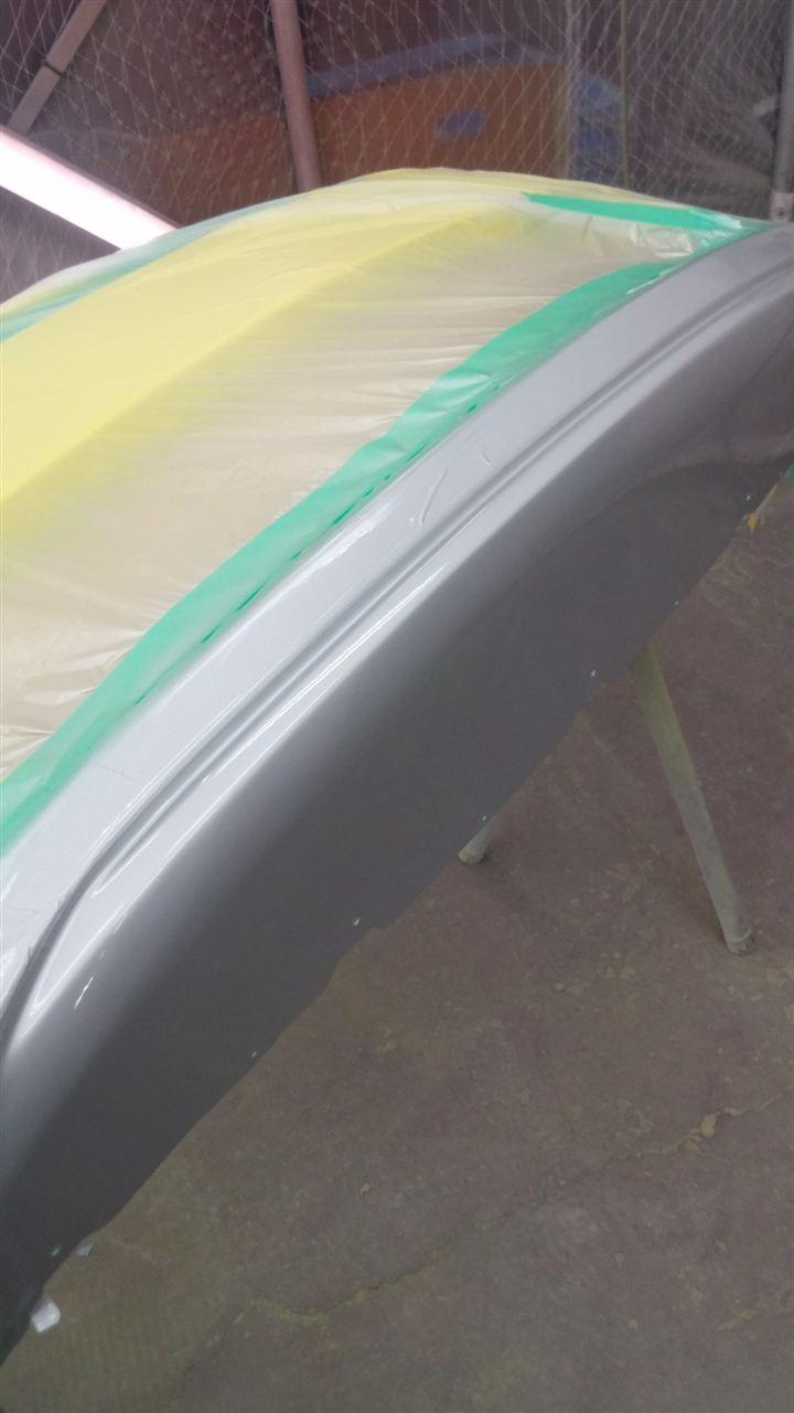東京都立川市の車の板金塗装修理工場 ガレージローライドのスズキ スイフト のフロントバンパー交換 です。