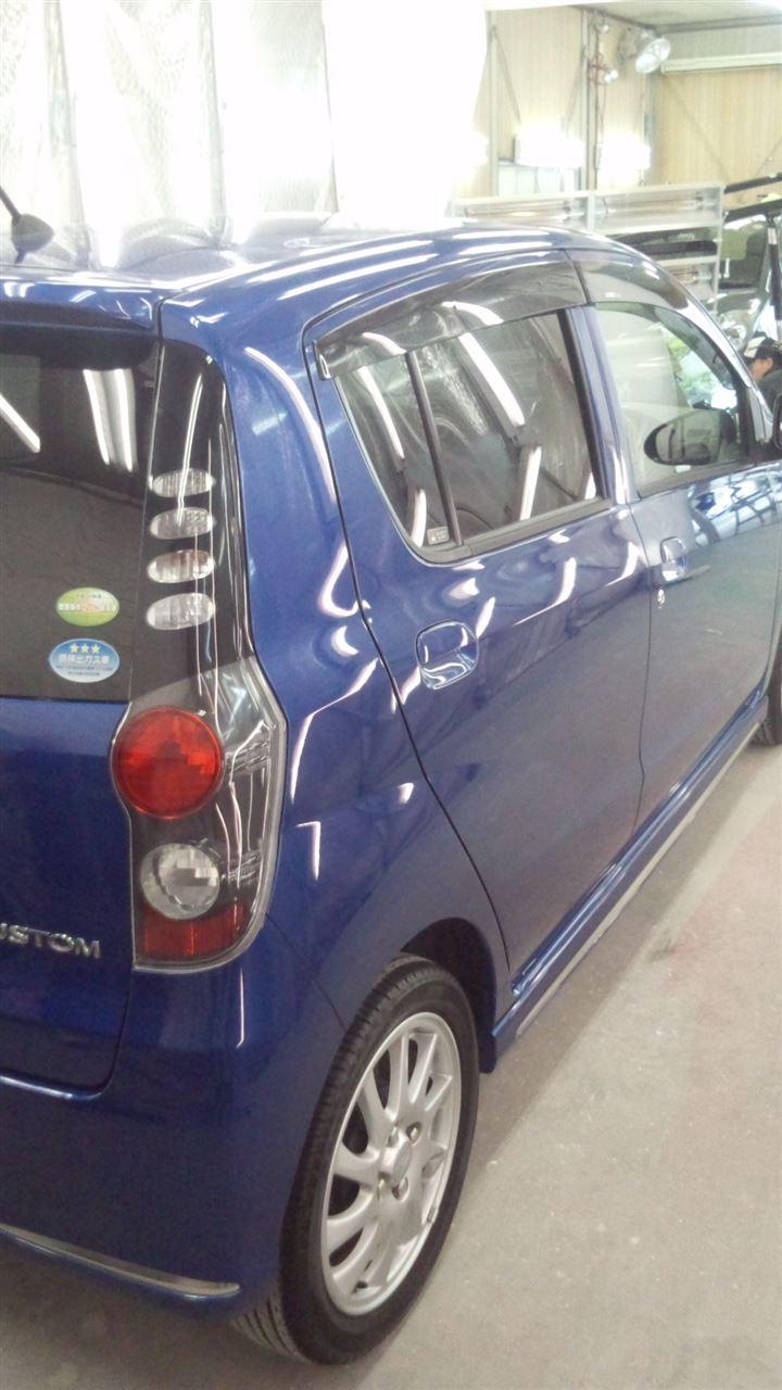 東京都立川市の車の板金塗装修理工場 ガレージローライドのダイハツ ミラ カスタムのボディー磨き&ガラスコーティング です。