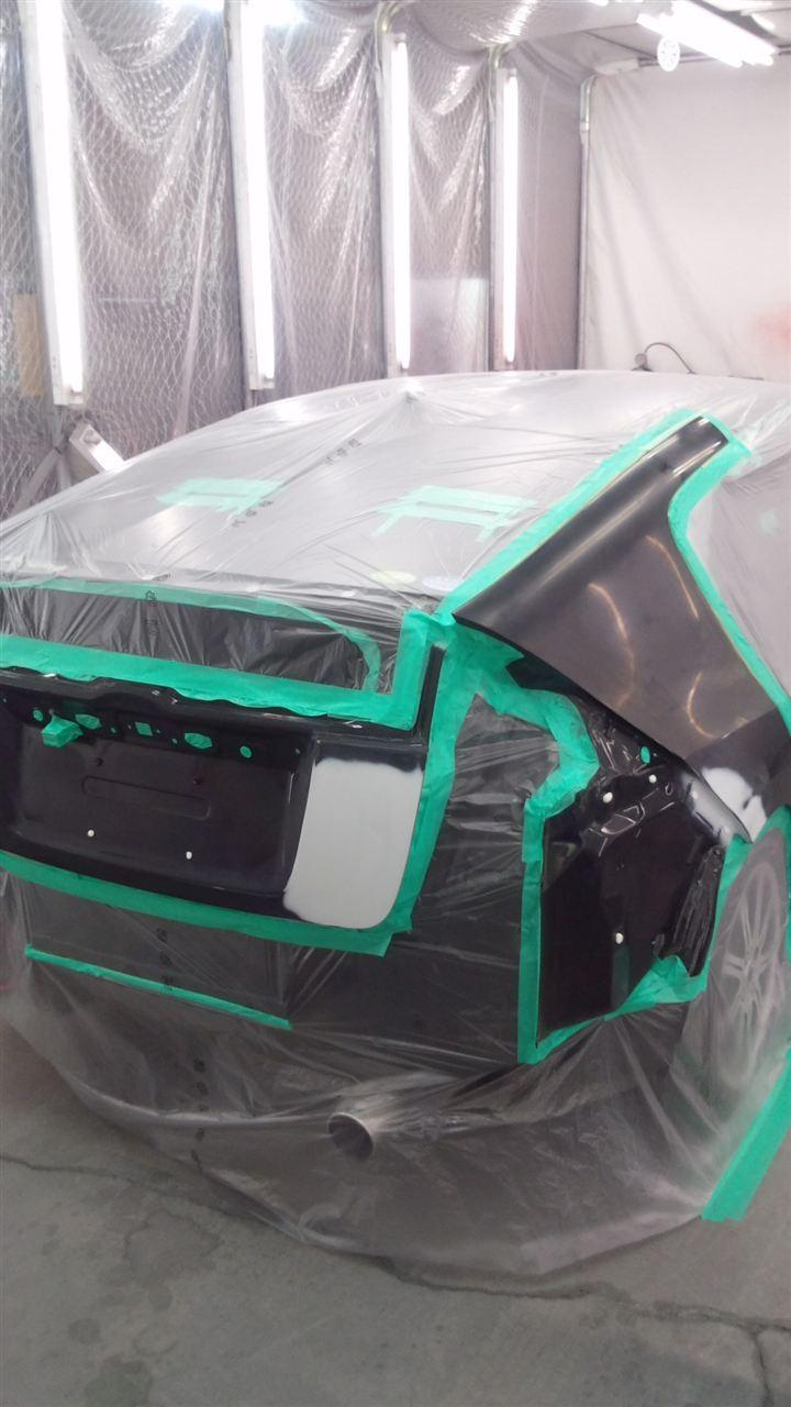東京都立川市の車の板金塗装修理工場 ガレージローライドのホンダ インサイトのリヤまわりのキズ へこみ の板金 修理 塗装 です。