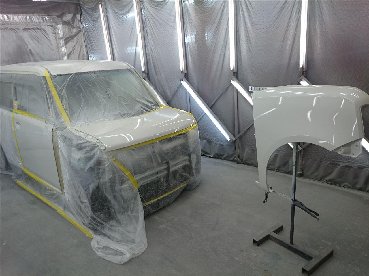 東京都立川市の車の板金塗装修理工場 ガレージローライドのダイハツ ムーヴ コンテの前まわりのキズ へこみ の板金 修理 塗装 です。