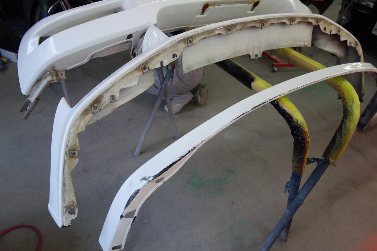 立川市の車の板金塗装修理工場 ガレージローライドのホンダ NSXのキズ へこみ の板金 修理 塗装 ボディ磨き&ジーゾックスリアルガラスコート艶プラス施工です。
