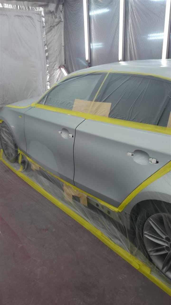 東京都立川市の車の板金塗装修理工場 ガレージローライドのBMW120iの左側面のキズ へこみ の板金 修理 塗装 です。