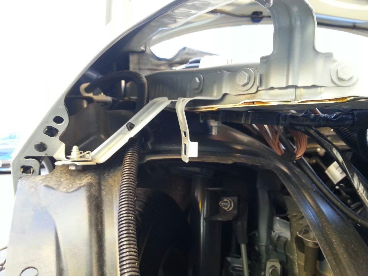 東京都立川市の車の板金塗装修理工場 ガレージローライドのBMW 116i の右前部キズ へこみ の板金 修理 塗装 です。