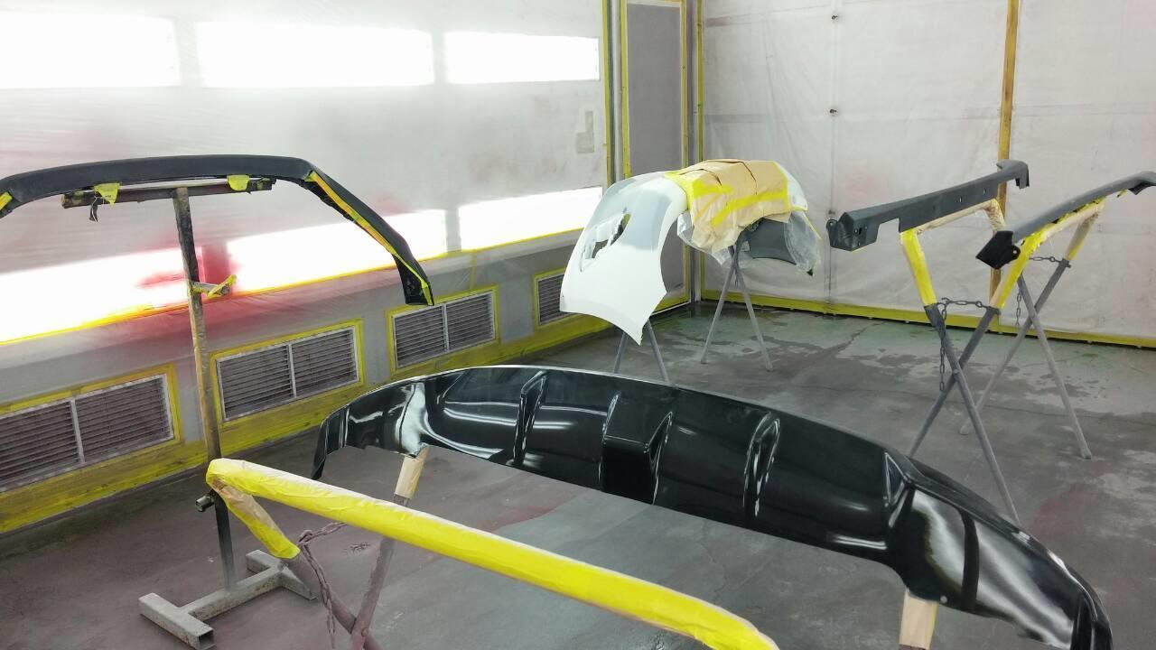 立川市の車の板金塗装修理工場 ガレージローライドのマツダ アクセラのエアロパーツ塗装 取付 です。