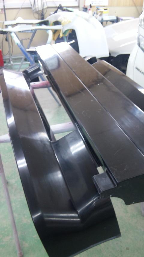 東京都立川市の車の板金塗装修理工場 ガレージローライドのホンダ ザッツのフルエアロ エアロパーツ 塗装 取り付けです。