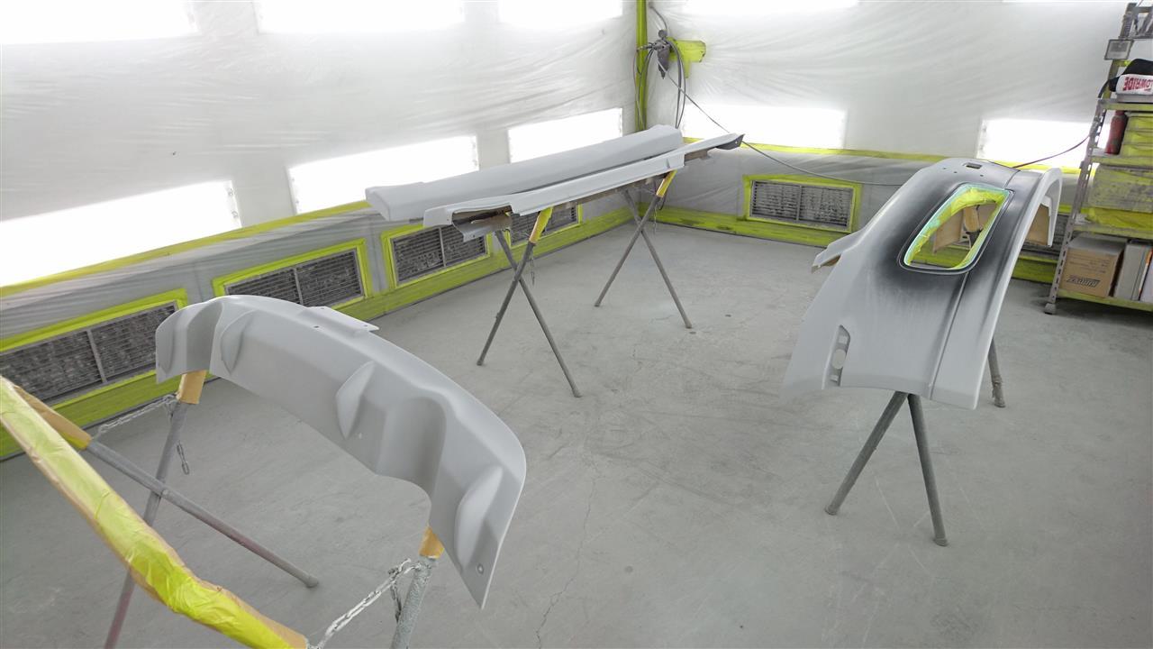 立川市の車の板金塗装修理工場 ガレージローライドの日産 スカイラインのエアロパーツ塗装 取り付けです。
