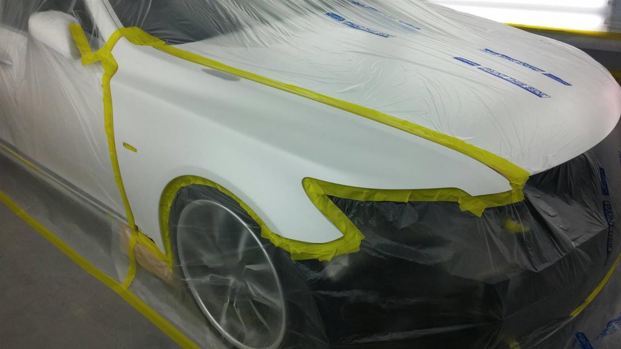 立川市の車の板金塗装修理工場 ガレージローライドのトヨタ レクサスLSのエアロパーツ塗装・取り付けです。