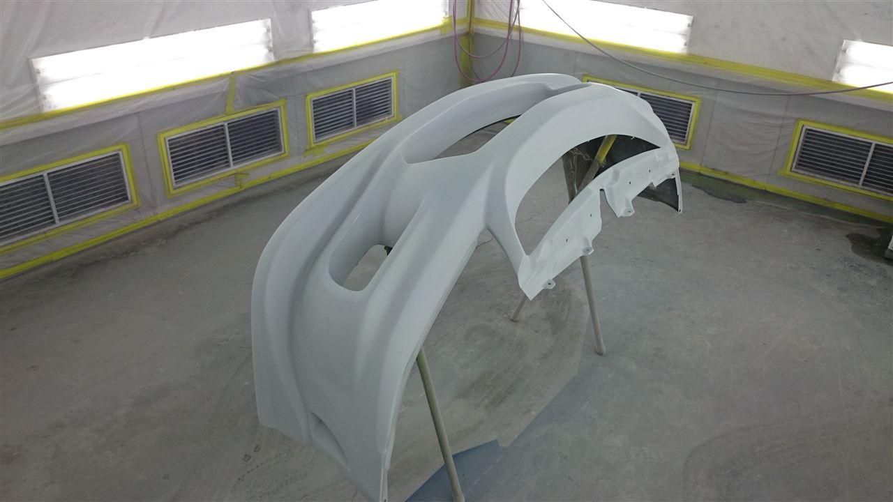 東京都立川市の車の板金塗装修理工場 ガレージローライドの三菱 ランサーの社外 FRP製フロントバンパー 修理 塗装 です。