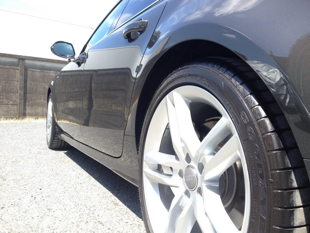 東京都立川市の車の板金塗装修理工場 ガレージローライドのアウディ A7のボディー磨き&ジーゾックスリアルガラスコート艶プラスです。