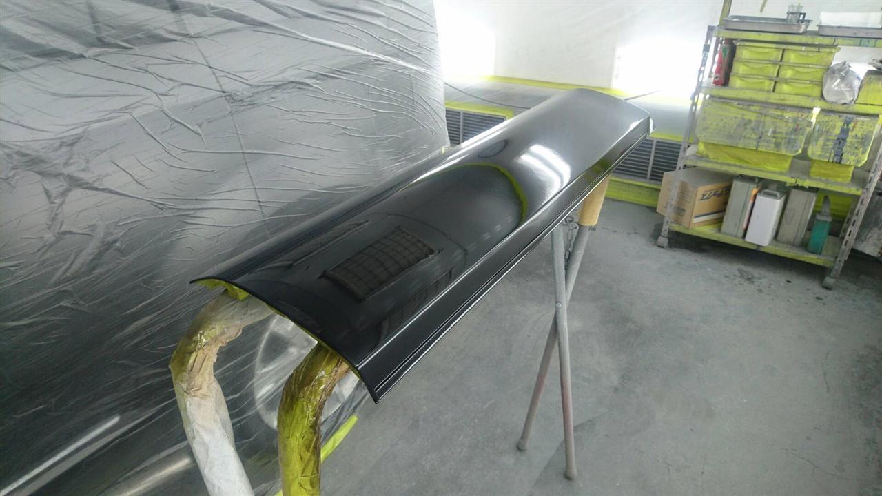 立川市の車の板金塗装修理工場 ガレージローライドの三菱 デリカのキズ へこみ の板金 修理 塗装 です。