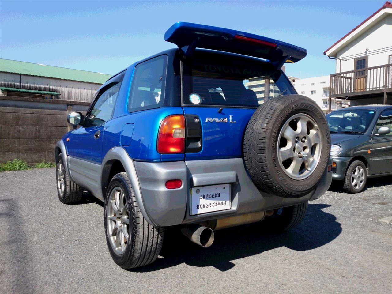 東京都立川市の車の板金塗装修理工場 ガレージローライドのトヨタ RAV4のオールペイント オールペン 全塗装 です。