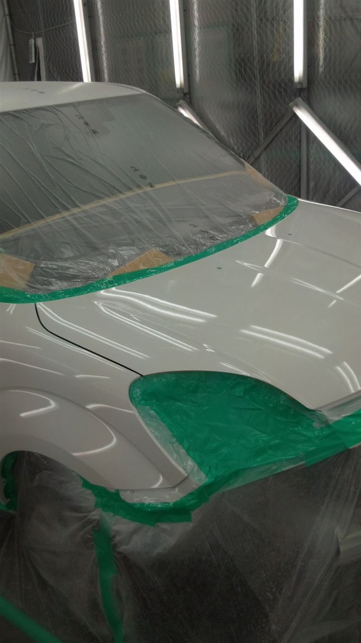 東京都立川市の車の板金塗装修理工場 ガレージローライドのマツダ ベリーサの前まわりの飛び石キズの車両保険を使った板金 修理 塗装 です。