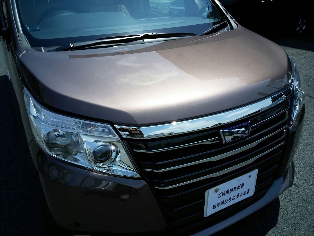 東京都立川市の車の板金塗装修理工場 ガレージローライドのトヨタ ノアの新車のボディー磨き&ジーゾックスリアルガラスコート艶プラス等 です。