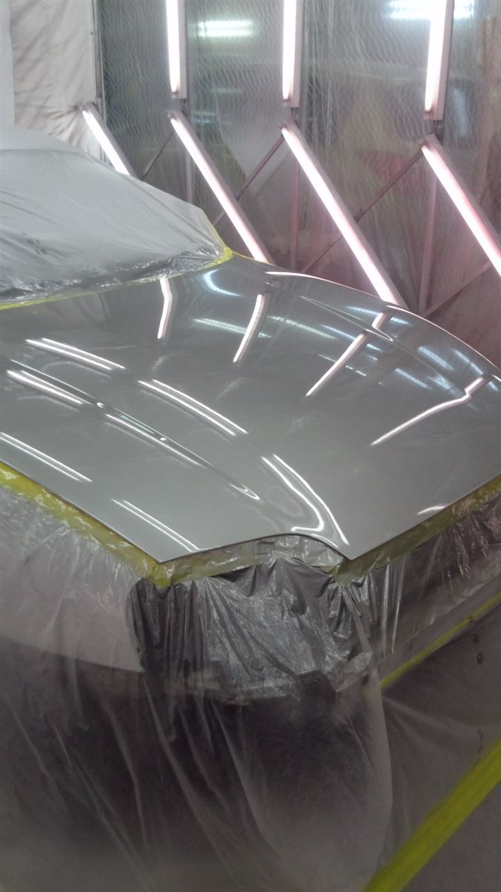 東京都立川市の車の板金塗装修理工場 ガレージローライドのトヨタ スープラの前まわりのキズ へこみ の板金 修理 塗装 です。