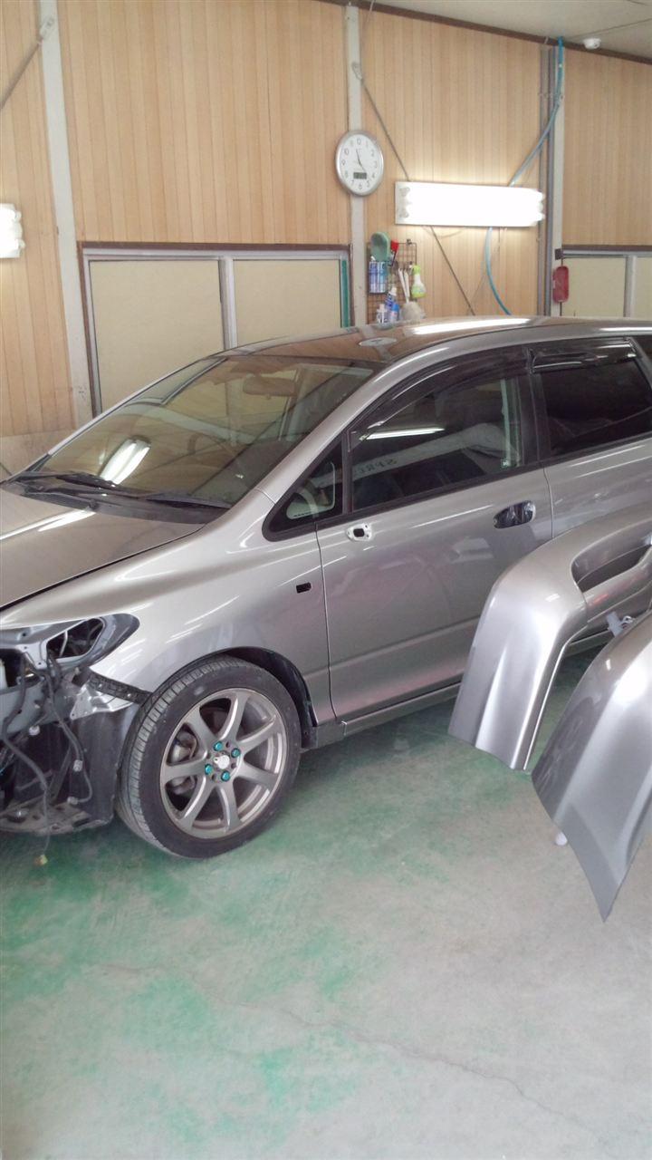 東京都立川市の車の板金塗装修理工場 ガレージローライドのホンダ エアウエイブの前まわりのキズ へこみ の板金 修理 塗装 です。