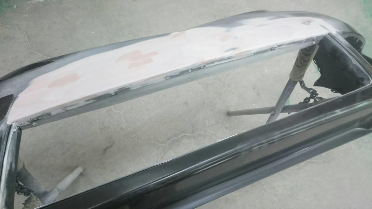 東京都立川市の車の板金塗装修理工場 ガレージローライドのマツダ プレマシーの前まわりのキズ へこみ の板金 修理 塗装 です。