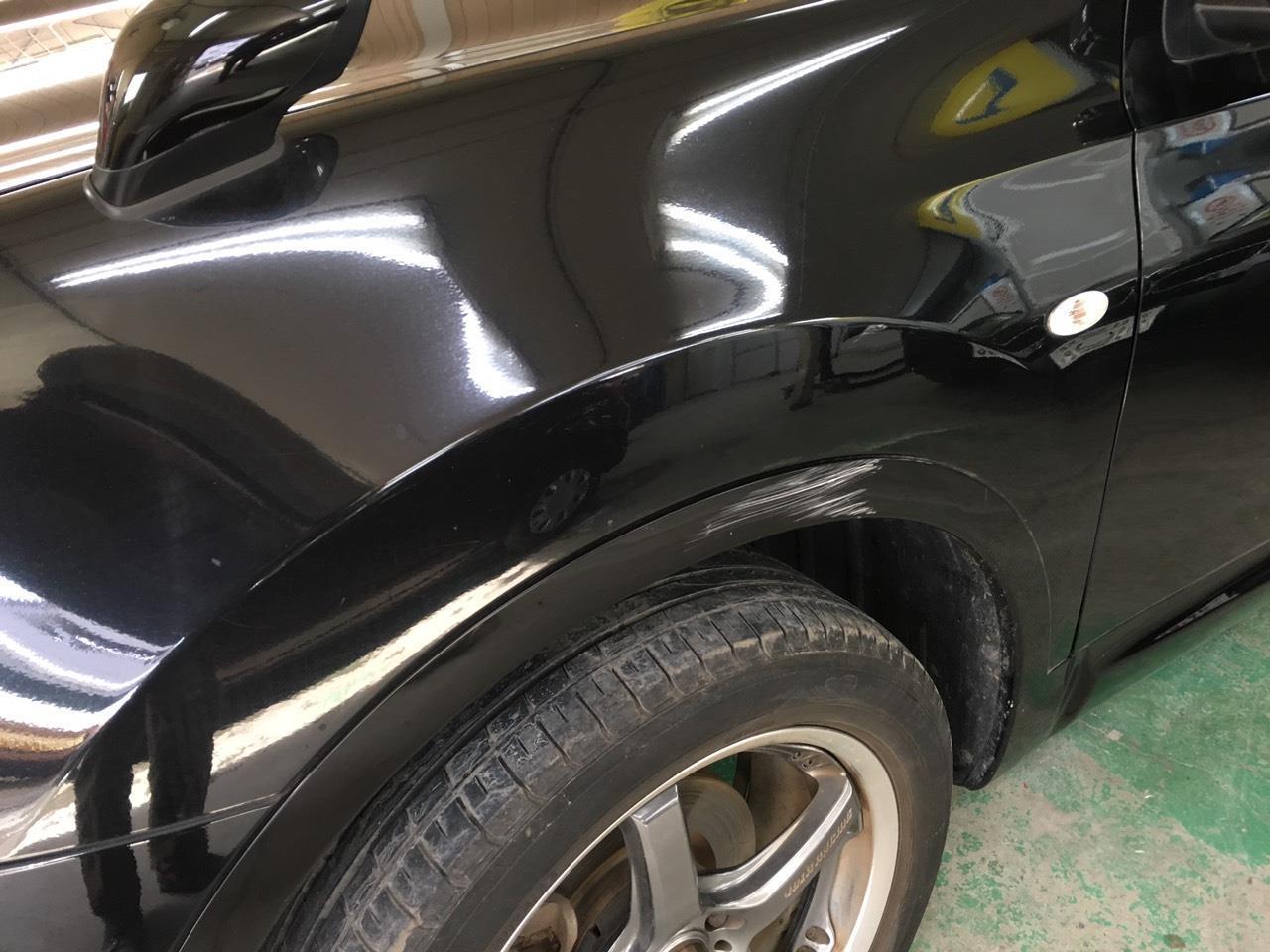 立川市の車の板金塗装修理工場 ガレージローライドの日産 デュアリスの左側面のキズ へこみ の板金 修理 塗装 です。