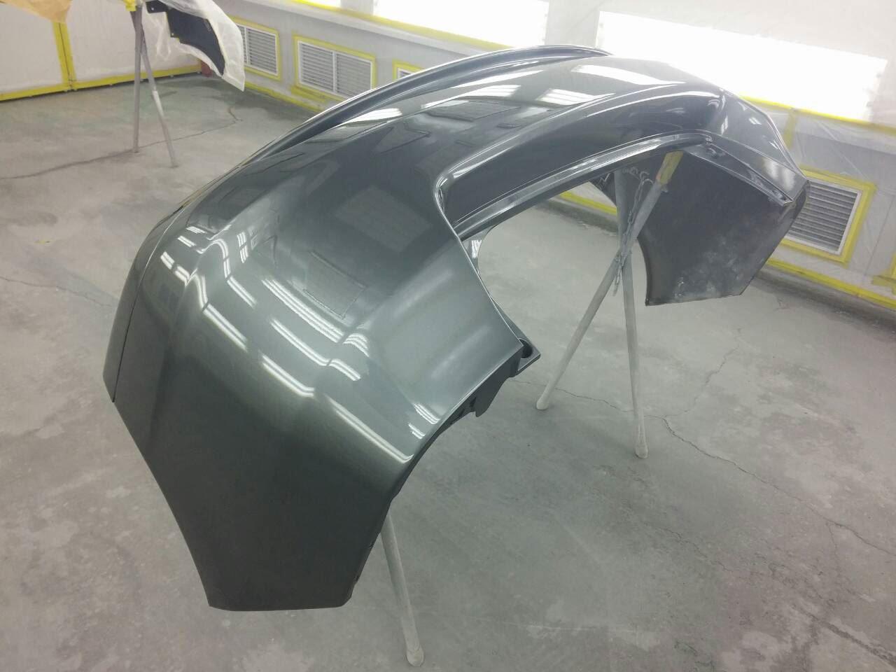 東京都立川市の車の板金塗装修理工場 ガレージローライドのホンダ インサイトの左前部 右リヤ部のキズ へこみ の板金 修理 塗装 です。