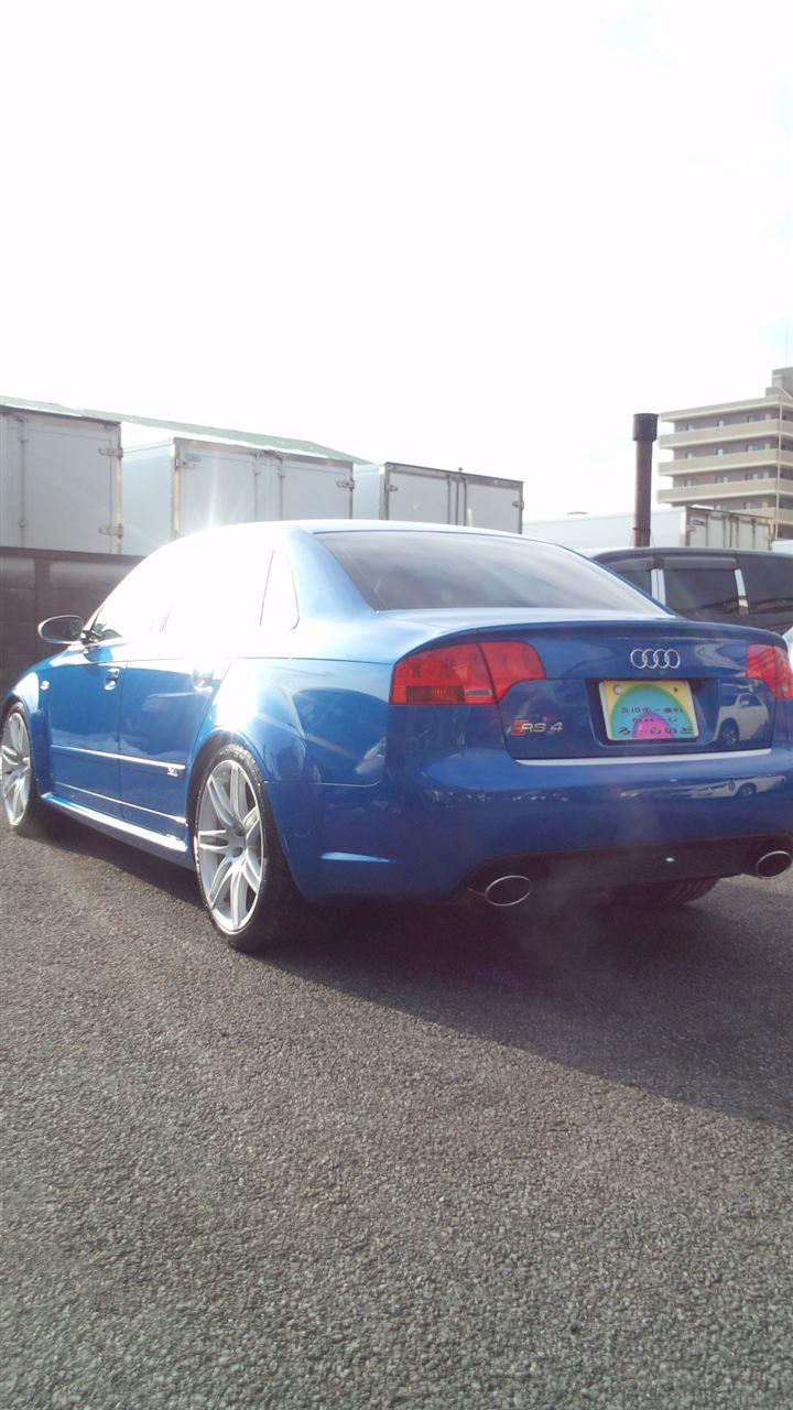 東京都立川市の車の板金塗装修理工場 ガレージローライドのアウディ RS4 のボディー磨き&ジーゾックスリアルガラスコート艶プラス です。