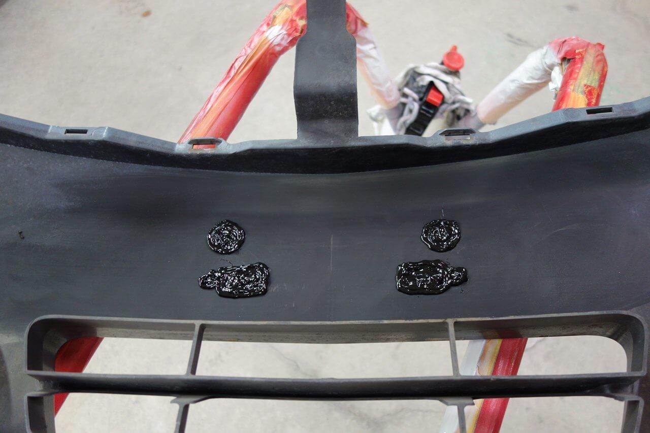 立川市の車の板金塗装修理工場 ガレージローライドの日産 スカイラインのスムージング加工です。