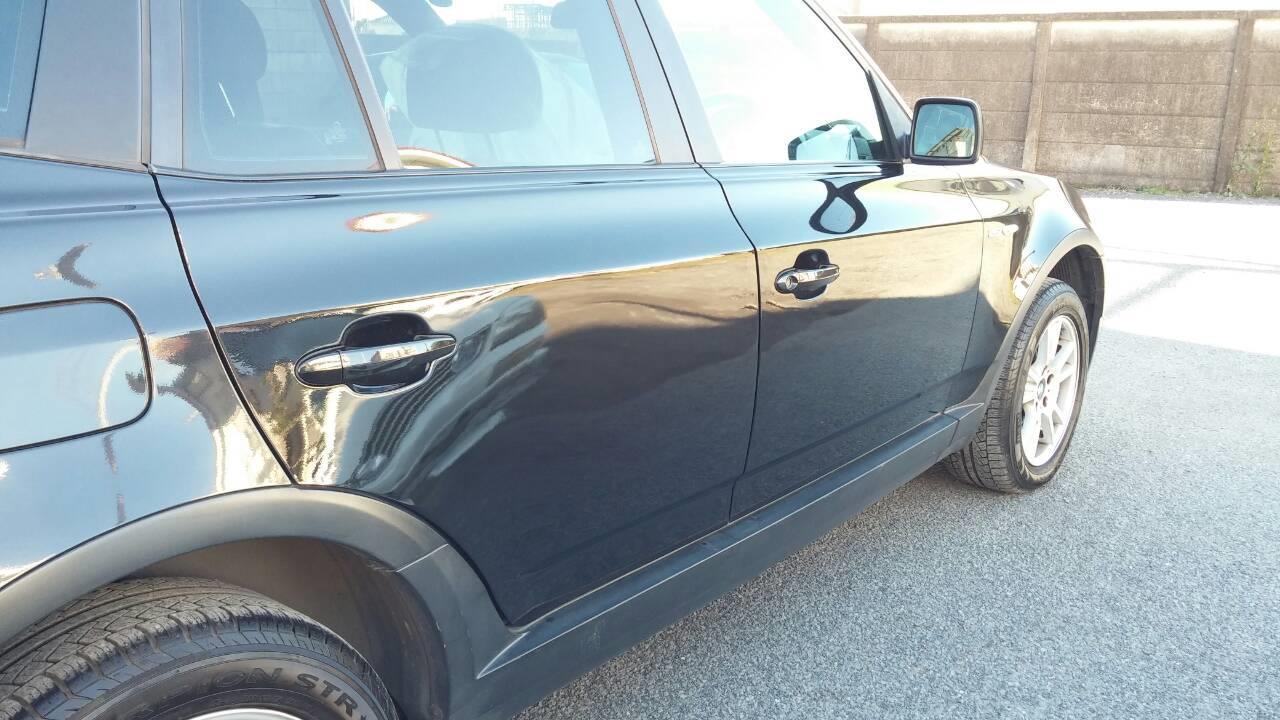 立川市の車の板金塗装修理工場 ガレージローライドのBMW X3のリヤまわり、右前後ドア等のキズ へこみ の板金 修理 塗装 です。