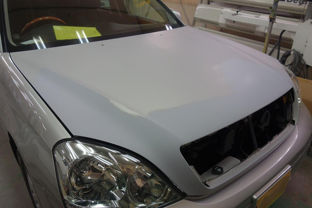 立川市の車の板金塗装修理工場 ガレージローライドのトヨタ セルシオの飛び石キズ修理 塗装 です。
