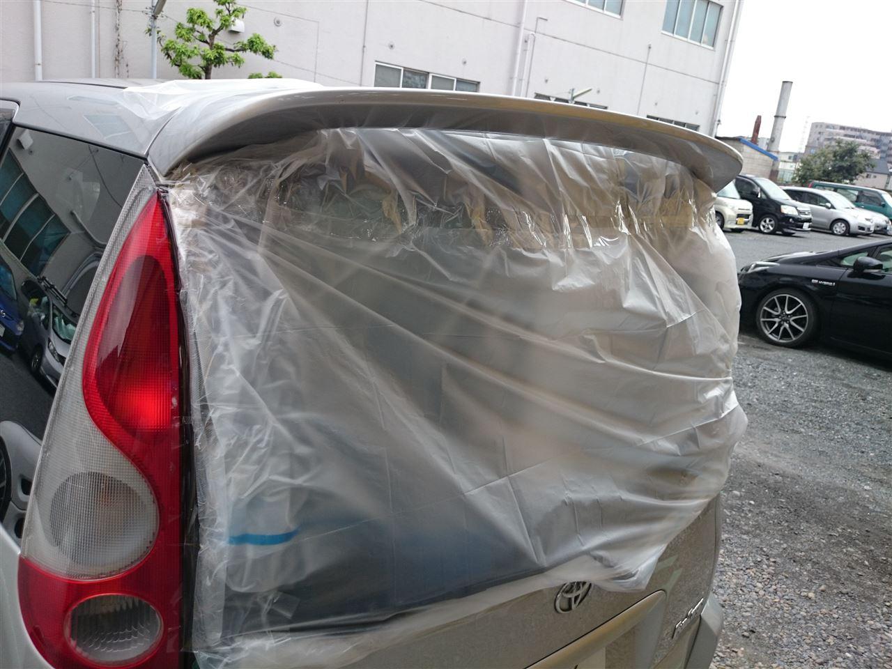 東京都立川市の車の板金塗装修理工場 ガレージローライドのトヨタ ファンカーゴのリヤまわり等のキズ へこみ の板金 修理 塗装 です。