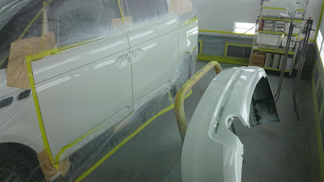 東京都立川市の車の板金塗装修理工場 ガレージローライドのホンダ エリシオンの左側面のキズ へこみ の板金 修理 塗装 です。