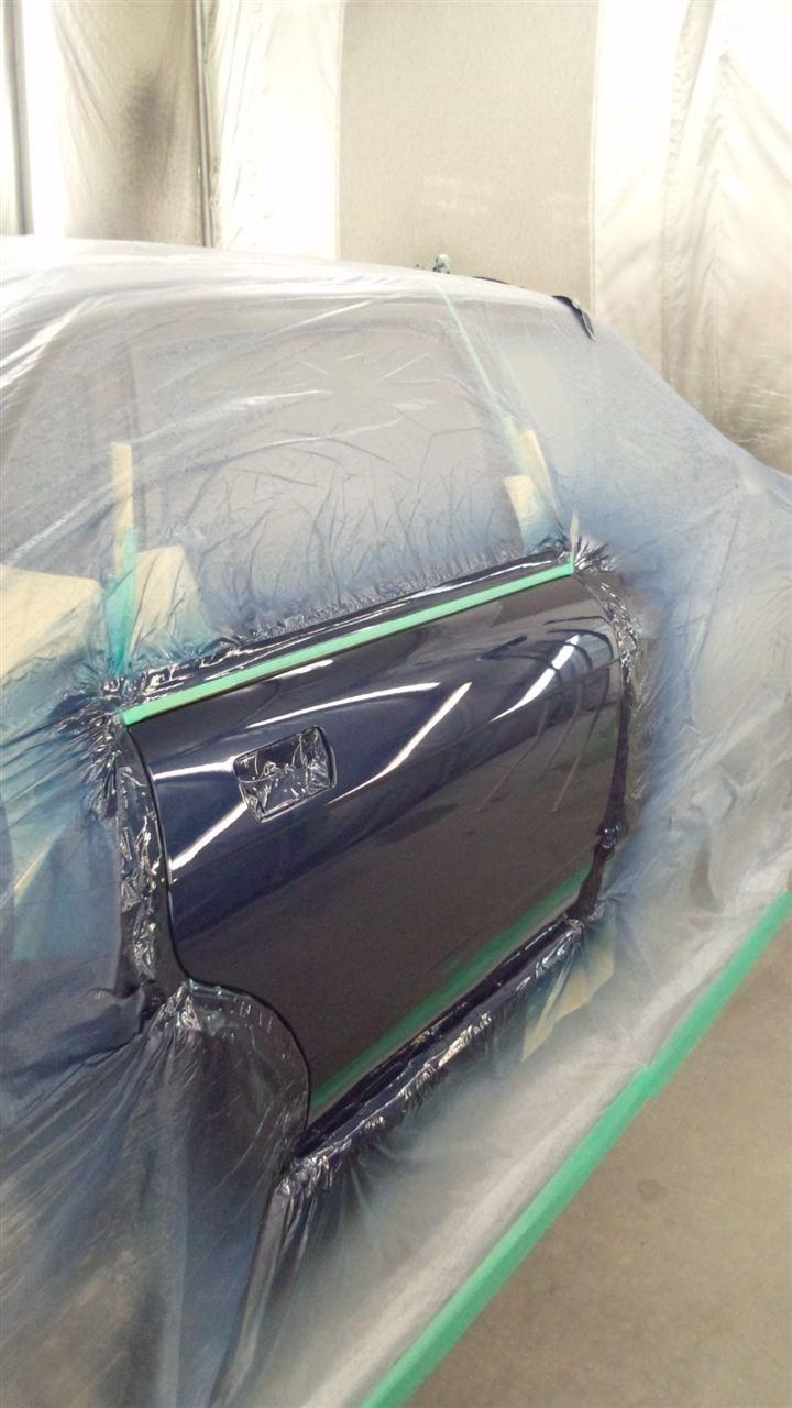 東京都立川市の車の板金塗装修理工場 ガレージローライドのジャガーXJRの右リヤドア リヤバンパーのキズ へこみ の板金 修理 塗装 です。