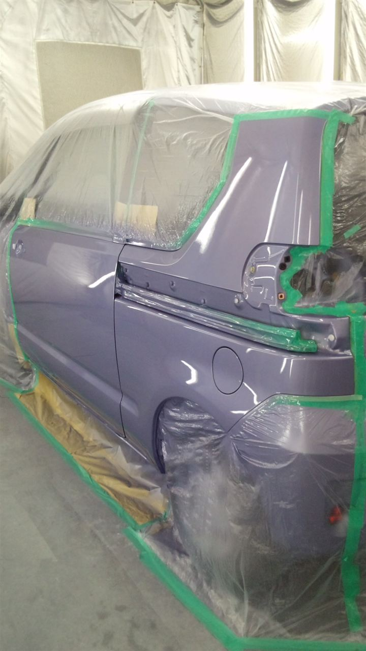 東京都立川市の車の板金塗装修理工場 ガレージローライドのトヨタ ポルテの左ドア、リヤフェンダーのキズ へこみ の板金 修理 塗装 です。