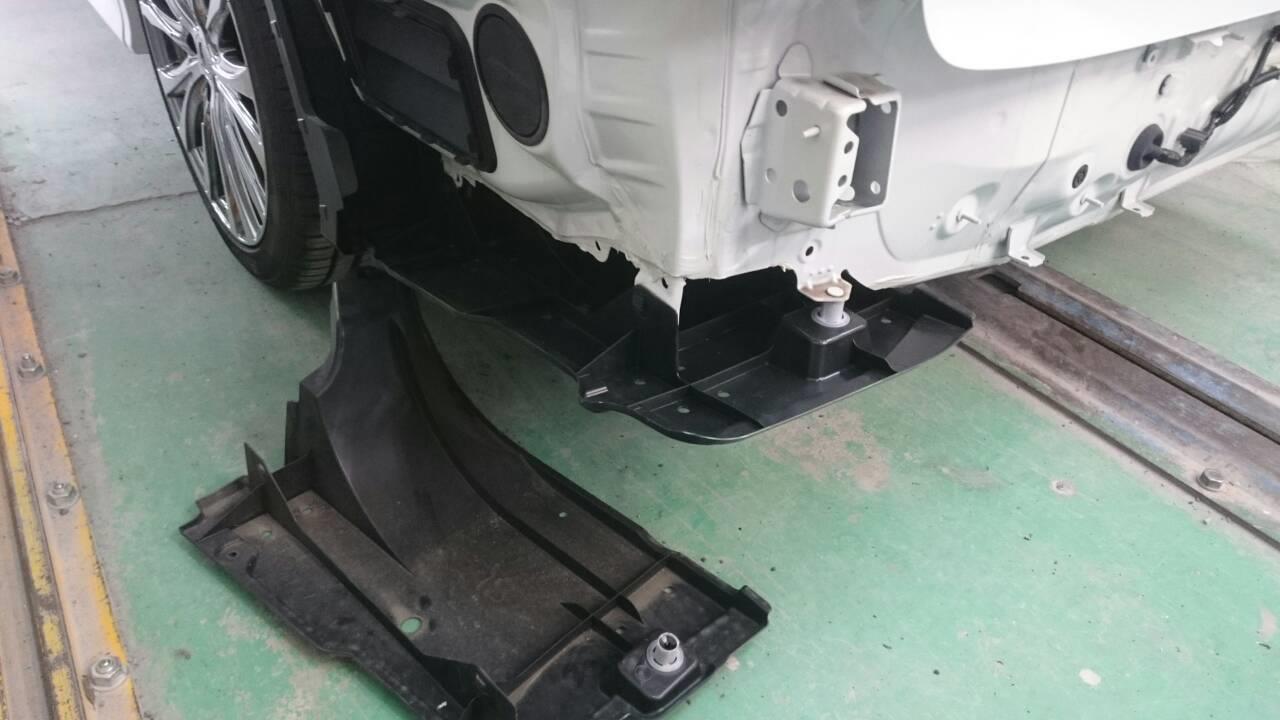 立川市の車の板金塗装修理工場 ガレージローライドのトヨタ ヴェルファイアのXグレード→Zグレードバンパー等に交換です。