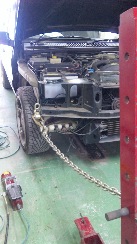 東京都 立川市の車の板金塗装修理工場 ガレージローライドのレンジローバーの車両保険を使ったキズ へこみの板金 修理 塗装です。