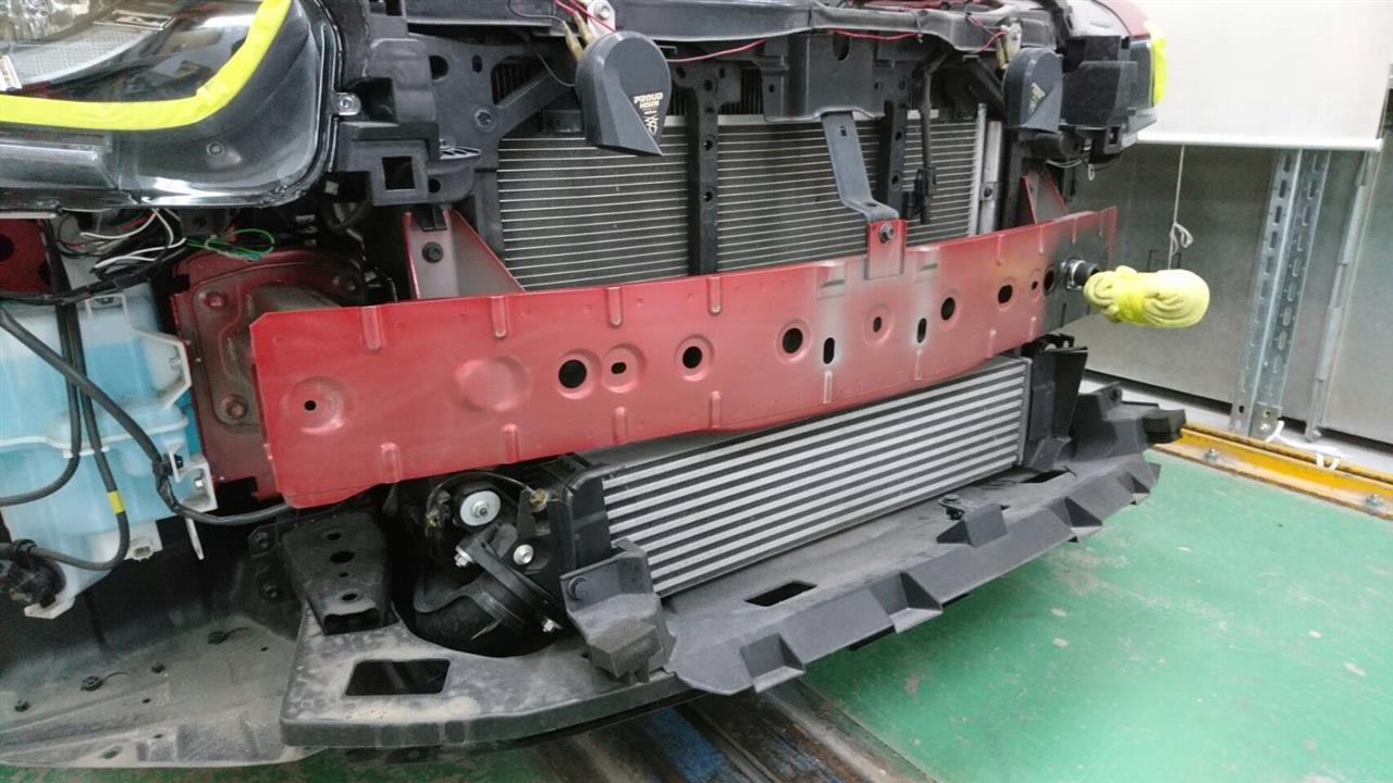 立川市の車の板金塗装修理工場 ガレージローライドのマツダ CX-5(ソウルレッドプレミアムメタリック 41V)のナイトスポーツ製 FRP フロントバンパ塗装 取付 です。