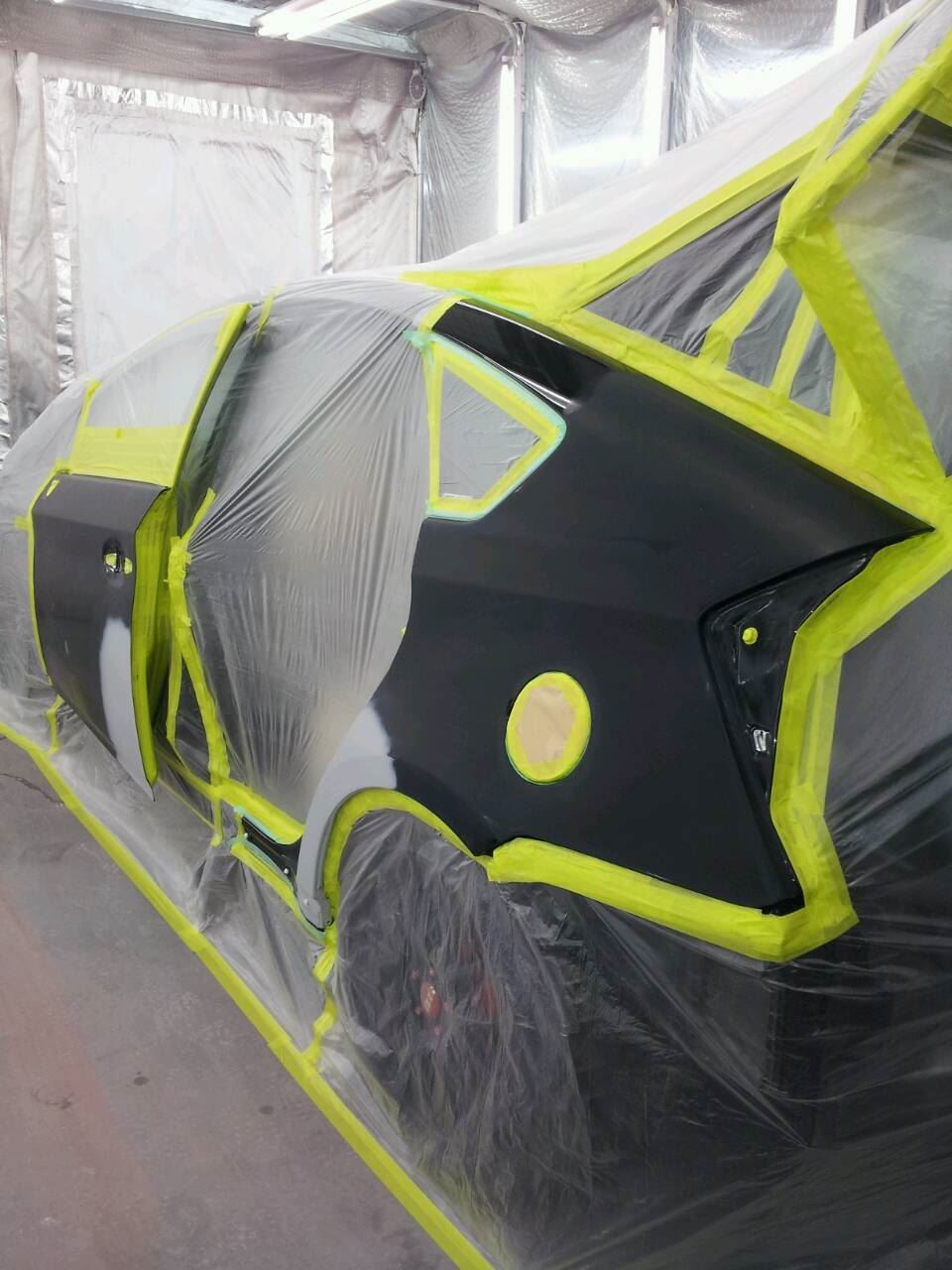 東京都立川市の車の板金塗装修理工場 ガレージローライドのトヨタ プリウスの左側面のキズ へこみ の板金 修理 塗装 です。