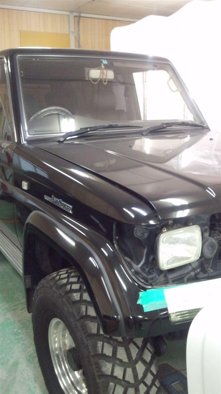 東京都立川市の車の板金塗装修理工場 ガレージローライドのトヨタ ランドクルーザーのメッキパーツ同色塗装 です。