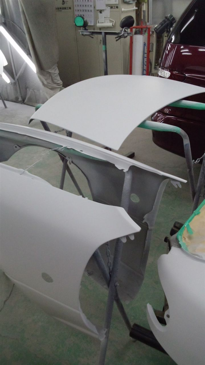 東京都立川市の車の板金塗装修理工場 ガレージローライドのマツダ ユーノス ロードスターのオールペイント 塗装 です。