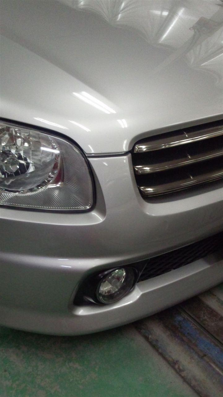 東京都立川市の車の板金塗装修理工場 ガレージローライドの日産 ステージアの前まわりのキズ へこみ の板金 修理 塗装 です。