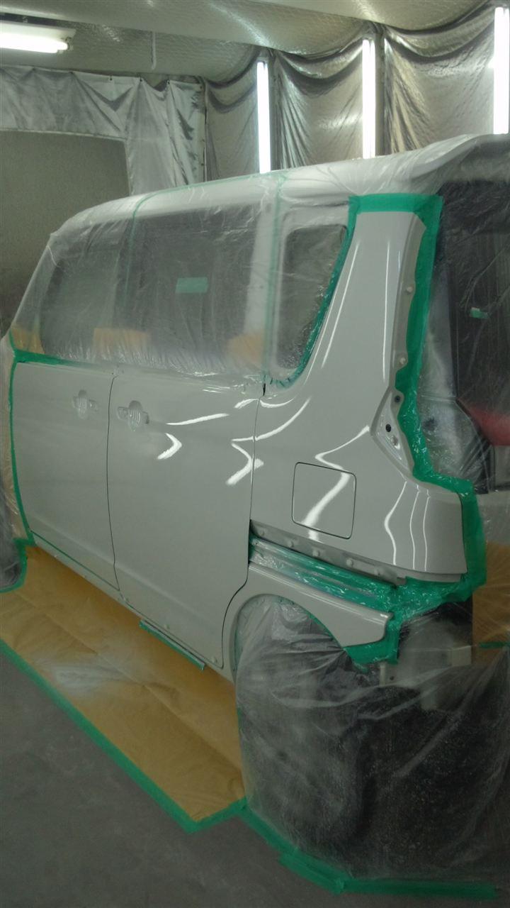 東京都立川市の車の板金塗装修理工場 ガレージローライドのスズキ ソリオの車両保険を使った左側面のキズ へこみ の板金 修理 塗装 です。