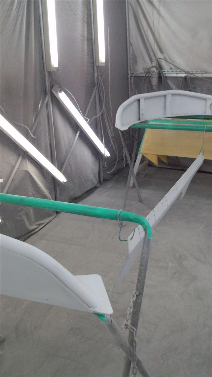 東京都立川市の車の板金塗装修理工場 ガレージローライドのジープJKラングラーのオーバーフェンダー塗装 取付 です。
