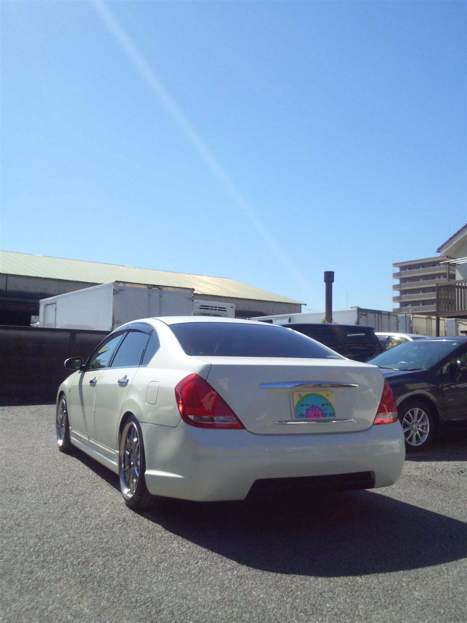 東京都立川市の車の板金塗装修理工場 ガレージローライドの日産 ティアナのエアロパーツ 塗装 取り付け です。