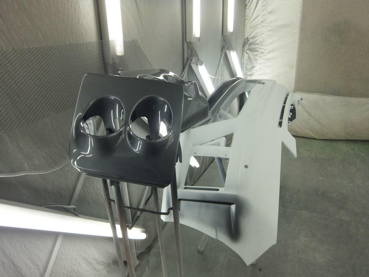 東京都立川市の車の板金塗装修理工場 ガレージローライドのトヨタ ヴェルファイアのエアロパーツ 塗装 取付 です。
