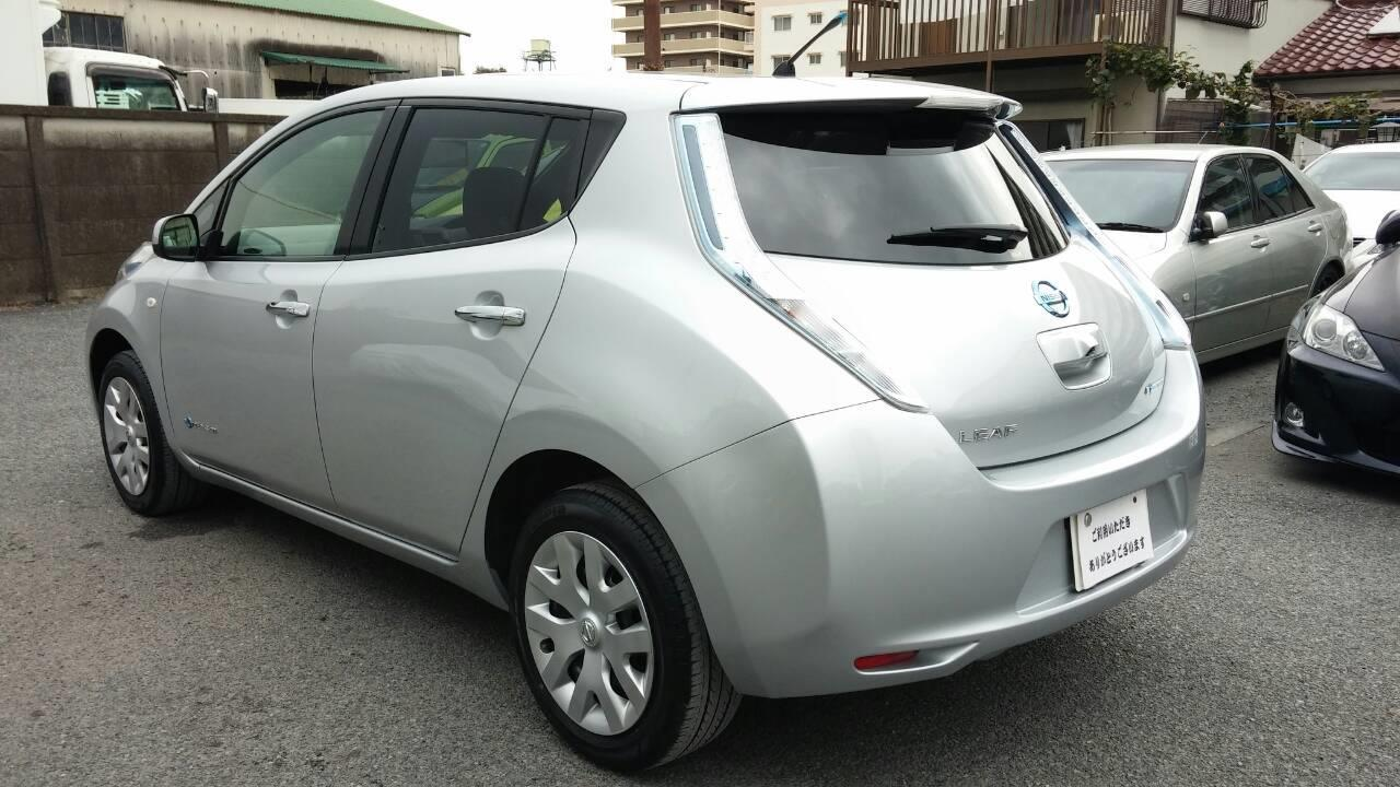 東京都立川市の車の板金塗装修理工場 ガレージローライドの日産 リーフの左側面のキズ へこみ の板金 修理 塗装 です。