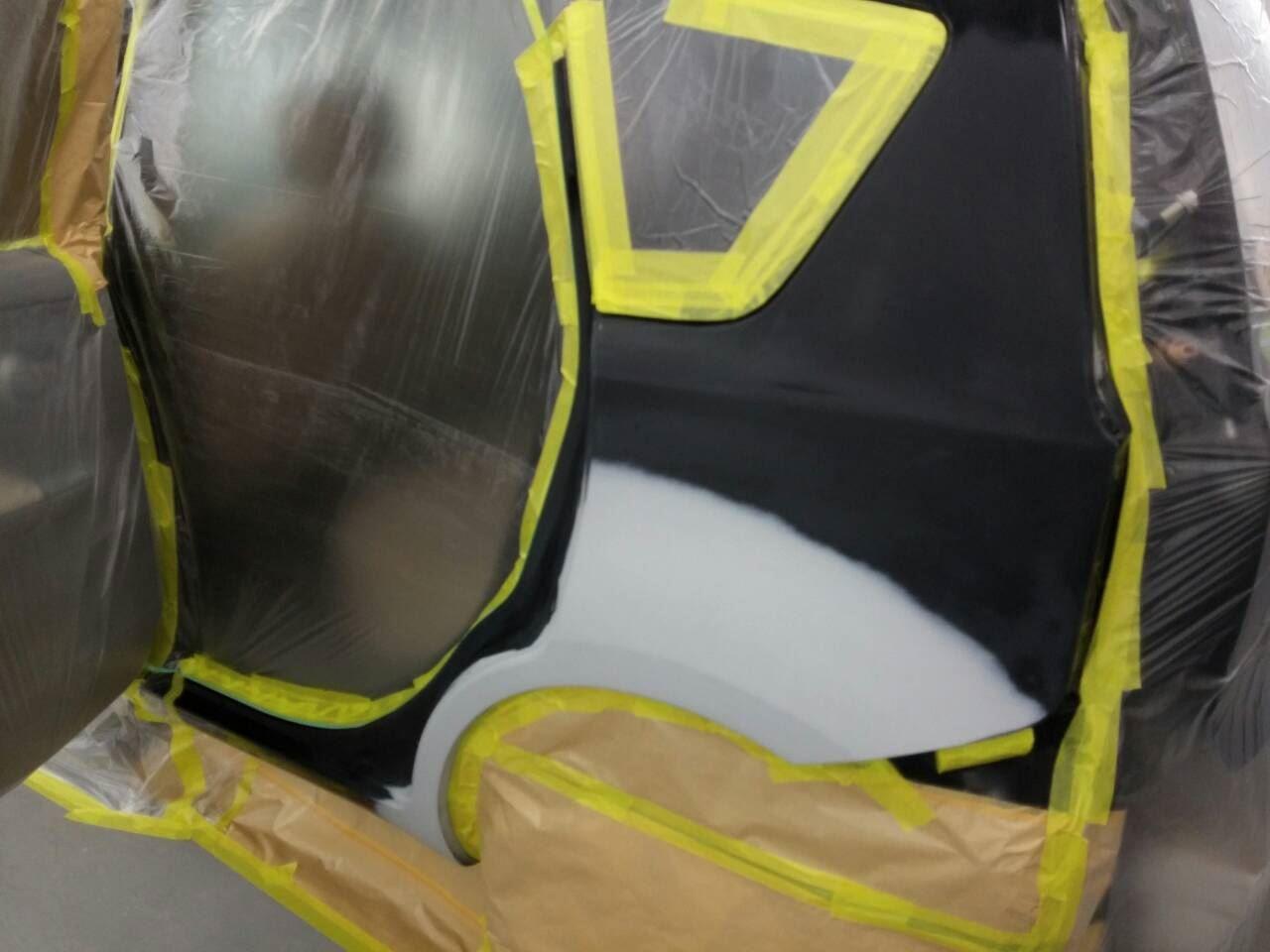 東京都立川市の車の板金塗装修理工場 ガレージローライドの日産 ノートの右前部 左側面のキズ へこみ の板金 修理 塗装 です。