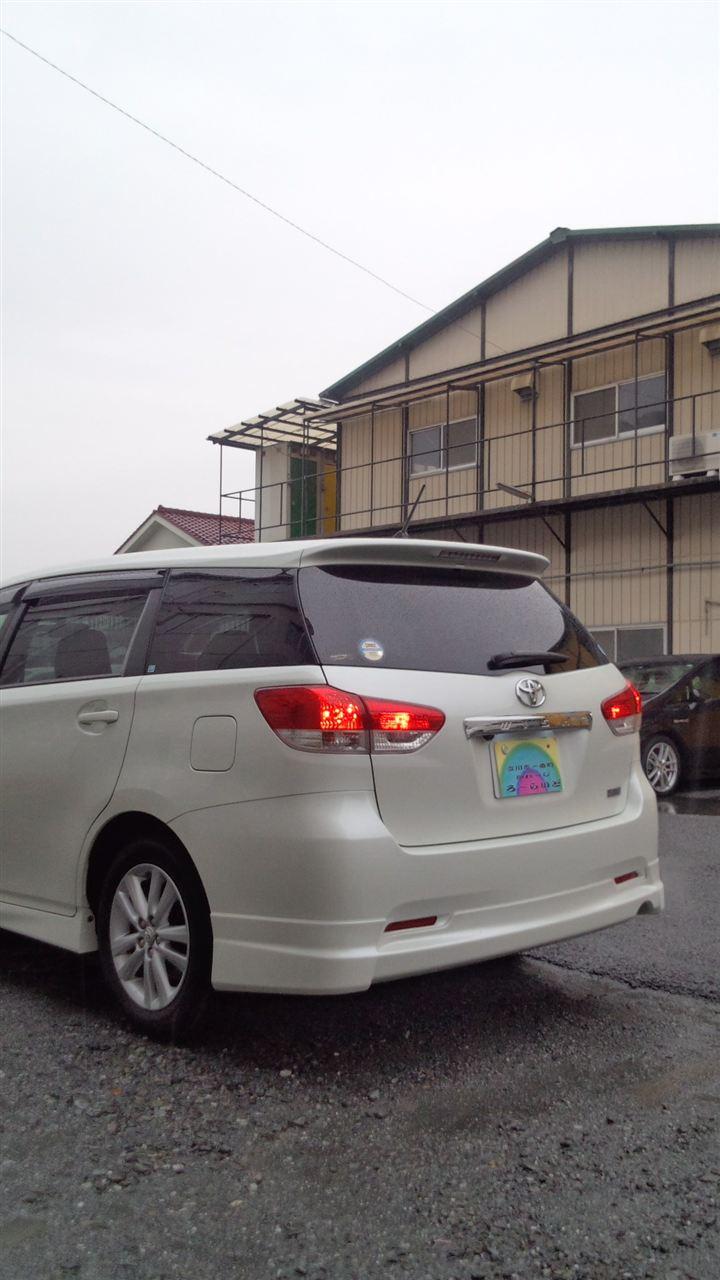 東京都立川市の車の板金塗装修理工場 ガレージローライドのトヨタ ウィッシュのエアロパーツ 塗装 取り付け です。