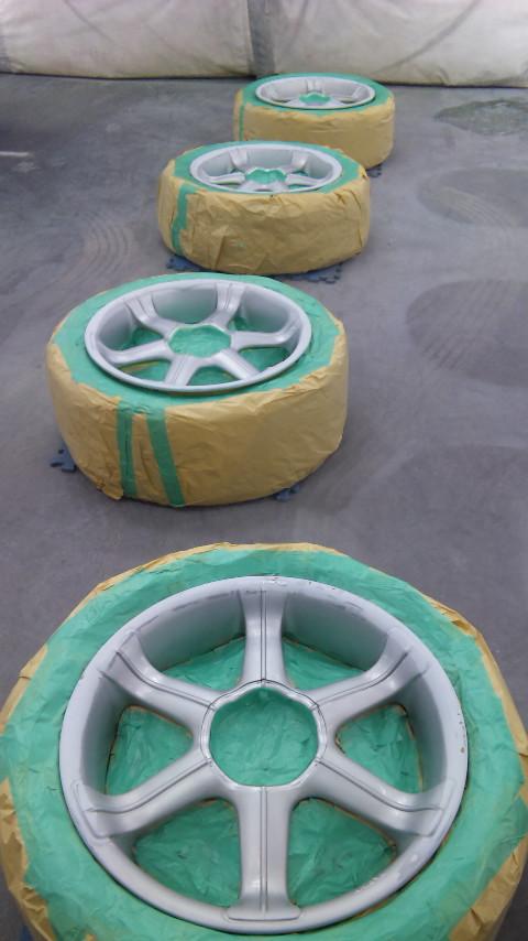東京都立川市の車の板金塗装修理工場 ガレージローライドのホイール 修理 塗装 です。