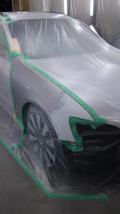 東京都 立川市の板金塗装修理工場 ガレージローライドの日産ステージアの右前部のキズ へこみの板金修理 塗装です。