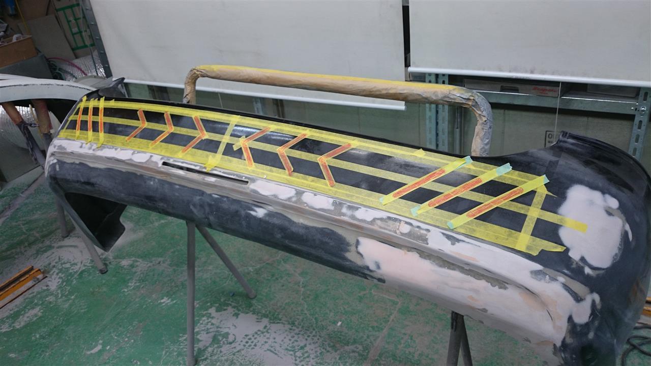東京都立川市の車の板金塗装修理工場 ガレージローライドのトヨタ ヴォクシーのバックドア等のキズ へこみ の板金 修理 塗装 です。