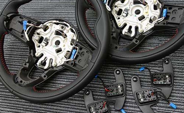 パドルシフト、MINI ドライビング・モード、マルチファンクションステアリングが後付け可能