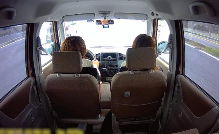 360度回転するリアカメラで車内の撮影も可能