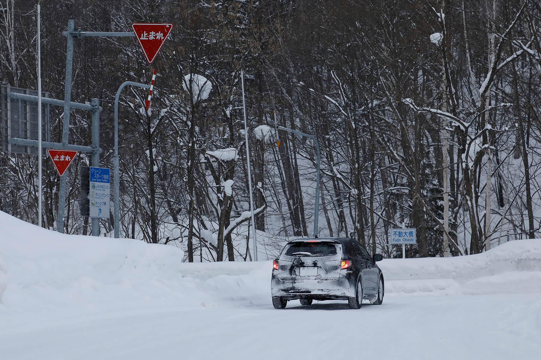 様々な路面状況が混在するリアルワールドでは、その進化が安心感へと繋がる。なお凍結路面での走行は推奨していないので注意が必要だ